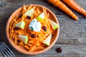 Szef kuchni poleca: Surówka z marchewki i jabłka